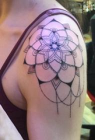梵花纹身 女生肩部黑色的梵花纹身图片