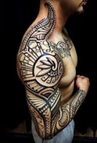 部落图腾纹身  几何与线条结合的男生部落图腾纹身