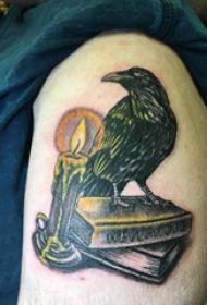 乌鸦纹身图 男生大腿上蜡烛和乌鸦纹身图片