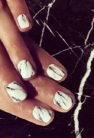 精致时尚的指甲装饰