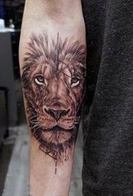 狮子王纹身  霸气而又生动的狮子王纹身图案