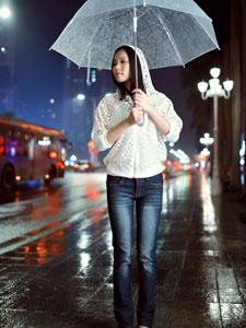 雨中少女的唯美街拍