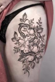 小蛇纹身:适合女士的一组黑灰纹身小蛇图案