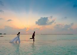 海边的情侣图片(11张)