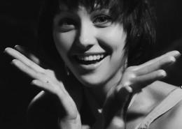 美女的黑白肖像摄影图片(13张)