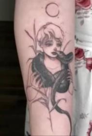 个性的一组蛇纹身图片欣赏