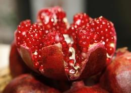 剥开的鲜红的石榴图片(13张)