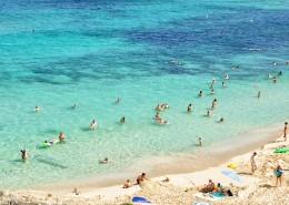 在海边度假的人图片(10张)