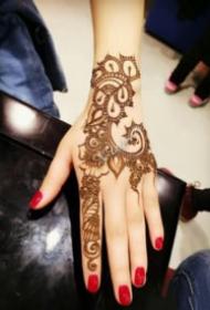手部印度海娜手绘纹身作品欣赏