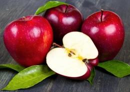 松脆的花牛苹果图片(8张)