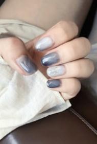 一组简单绝美的灰蓝色美甲图片欣赏