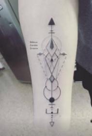 小臂上的小清新几何体纹身图片