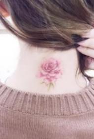 女生脖子后的小清新简约纹身