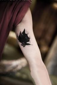 9张男生大臂内侧的小纹身作品欣赏