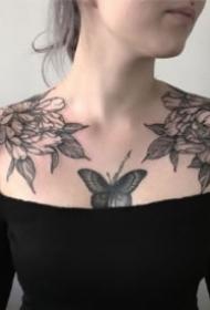 9张适合女生的成对肩花纹身作品