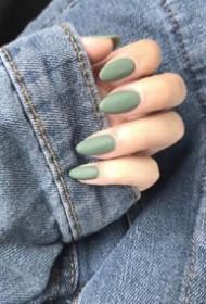 超酷的欧美风长指甲美甲图片欣赏
