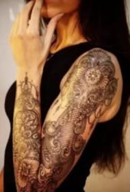 漂亮性感的花臂女生图片欣赏