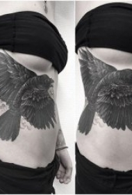 纹身点刺图 栩栩如生的黑色写实点刺纹身图片