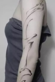 9款黑灰简约的线条水墨纹身图片