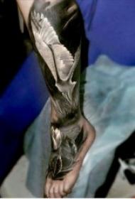 腿部纹身   技巧性十足的百变腿部纹身图案