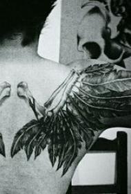 纹身翅膀图案 10张各种风格的羽毛翅膀纹身图案