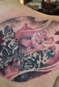 蝴蝶纹身图片  景色里翩翩起舞的蝴蝶纹身图案