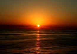 阳光洒在水面上的图片(14张)