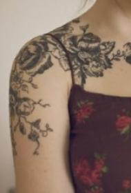 藤蔓纹身图案 千姿百态的黑灰或彩色的藤蔓纹身图案