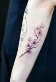 小清新碎花纹身 简约的一组女生碎花小纹身图片