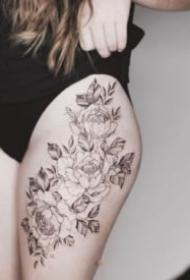 性感大腿纹身  女士大腿处性感的花花纹身图片