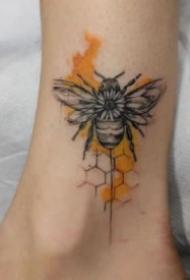 小蜜蜂纹身 9张昆虫小蜜蜂的纹身图片作品