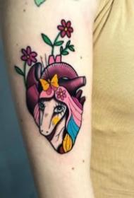 可爱的18组小彩色纹身图案