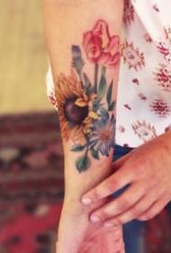 纹身向日葵图案 9张小清新的向日葵纹身图片