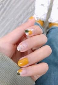 元气又显白的黄色系夏季美甲图片欣赏