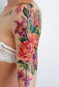 花卉纹身 9款好看的女性彩色花朵纹身图案
