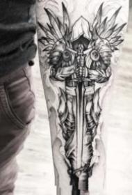 翅膀纹身 黑色的一组帅气点线翅膀主题纹身作品