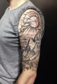 大臂外侧的9款包臂欧美写实纹身图片