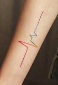 极简渐变色的彩虹条小清新纹身图片
