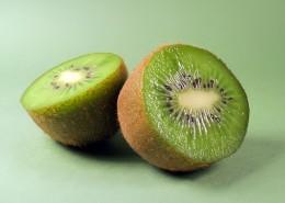切开露出果肉的猕猴桃图片(9张)