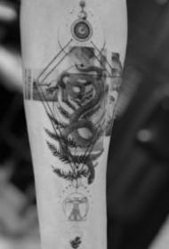 几何线条纹身 18张几何线条组成的简约纹身图片