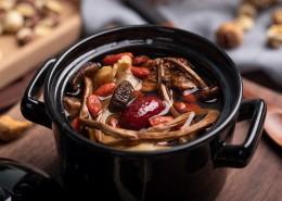 美味营养的砂锅熬制的滋补养生汤图片(8张)