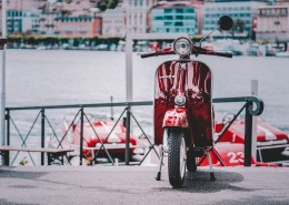 路边停放的小型摩托车图片(12张)