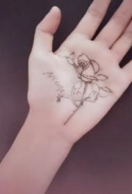 手掌刺青 9张手板心里的创意手掌纹身图案