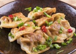 金黄酥脆美味飘香的煎饺图片(10张)