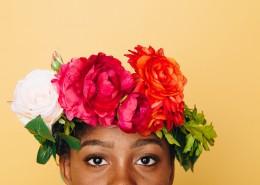 头戴鲜花的女人图片(9张)