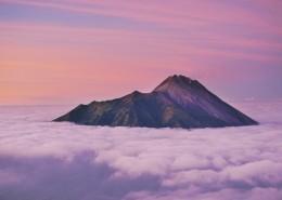高耸入云的山脉图片(13张)