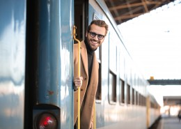 戴眼镜的男人图片(10张)