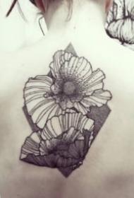 超帅的一组9张花卉线条纹身作品欣赏
