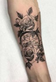 手臂钟表纹身 黑灰色包