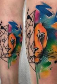大腿部位的一组水彩泼墨纹身图片9张